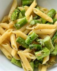 Penne with asparagus and cashews